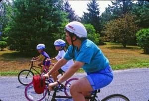 1890 34 Lisa Julia David bike