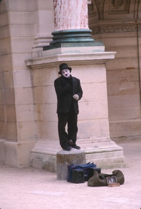 2430 36 Paris mime