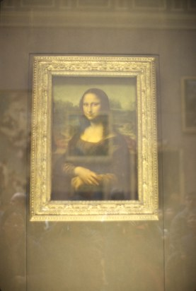 2438 15 Mona Lisa Louvre
